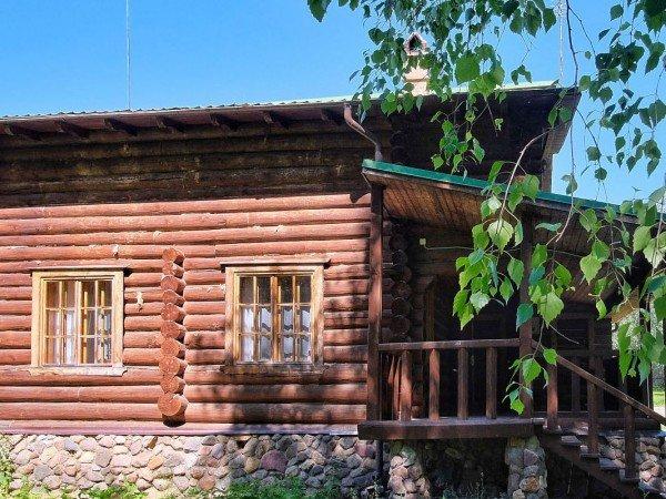 Коттедж для 10-х «Дом за Прудом»