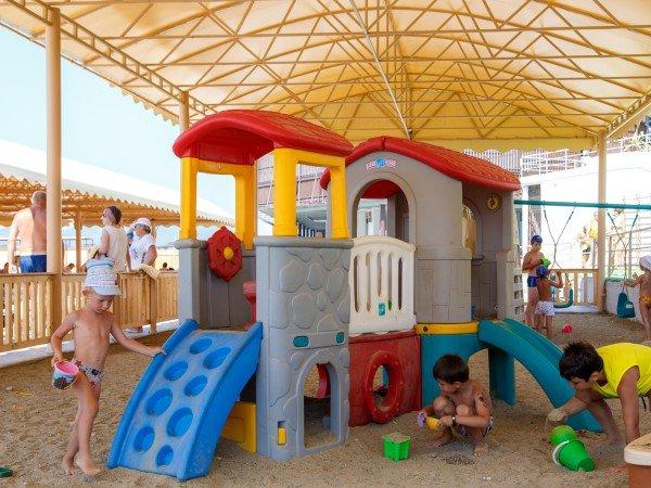 Детская игровая зона на пляже
