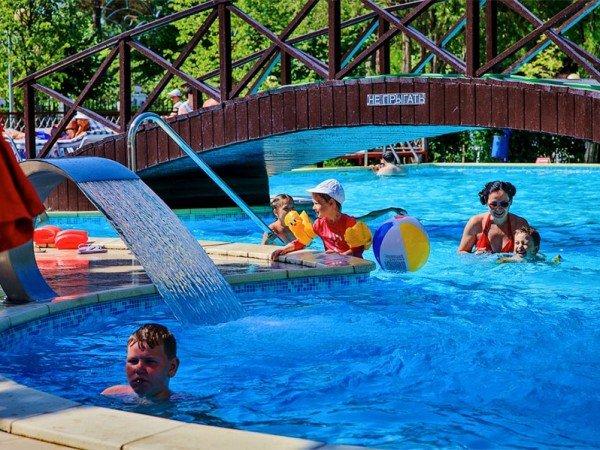 Семейный открытый бассейн