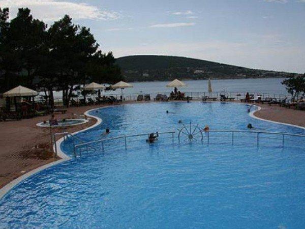Открытый взрослый бассейн