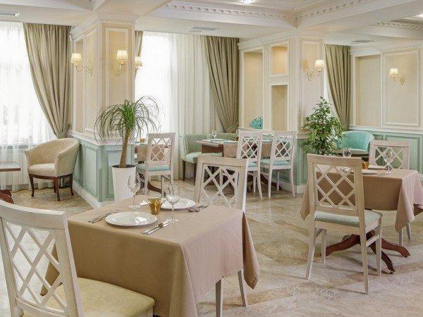 Гастрономическое кафе «Café de Paris»