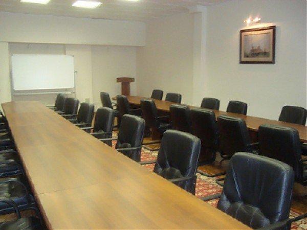 Две переговорные комнаты