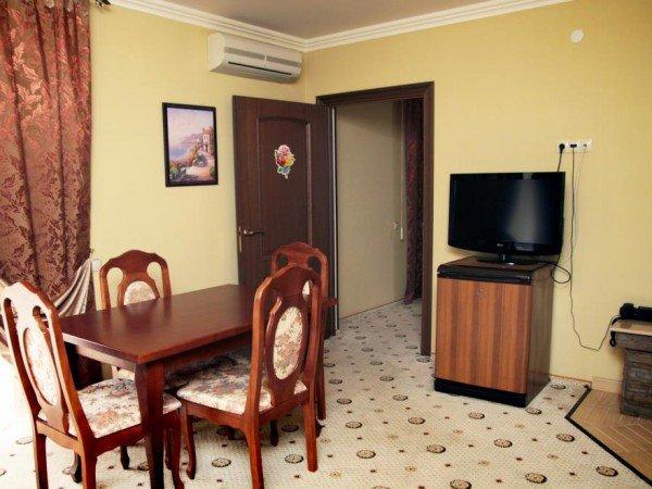 DE-люкс 2х-местный двухкомнатный номер с удобствами ПК