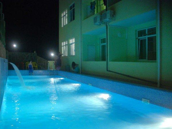 Два открытых бассейна
