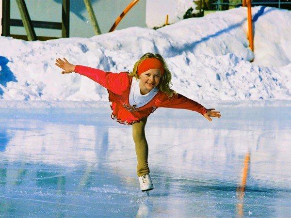 Катание на коньках и лыжах