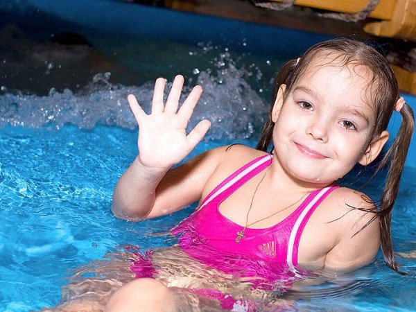Детская зона в крытом бассейне