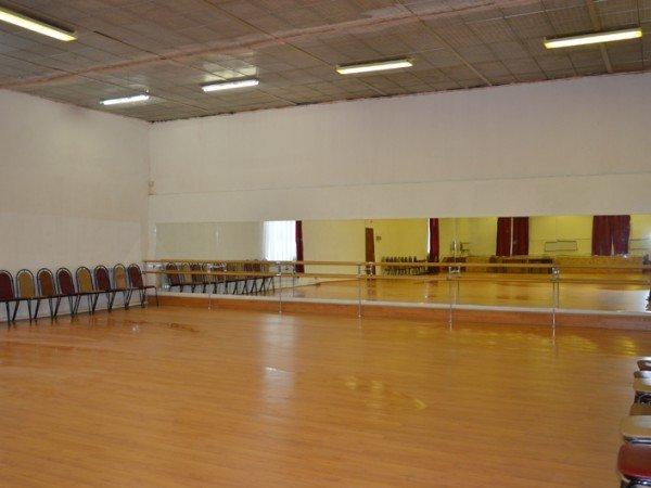 «Танцевальный зал» в Молодежном центре