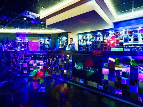 Караоке и диско-клуб «SIX»