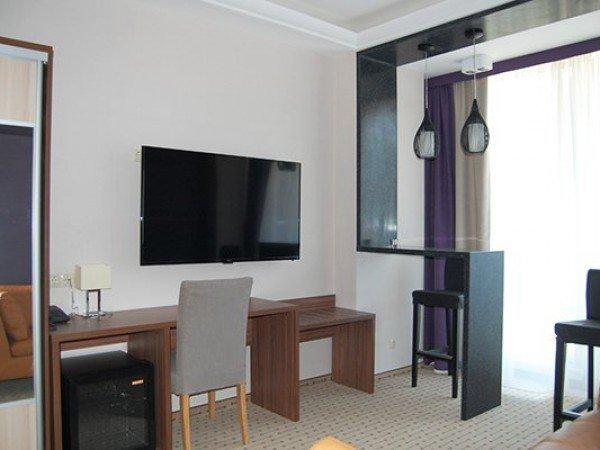Люкс 2-местный 2-комнатный с видом на горы