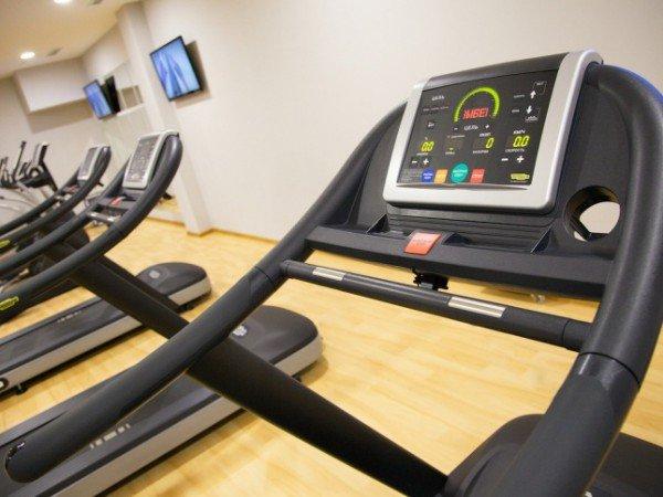 Фитнес-центр с тренажерами