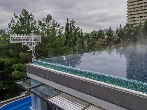 Бассейн с водным барьером «Инфинити»