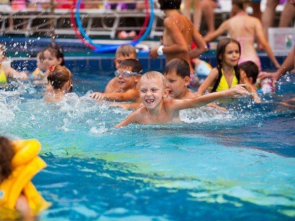 Детский бассейн с горками