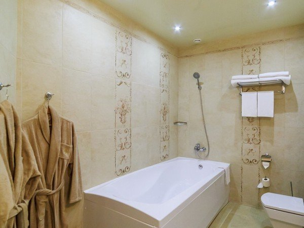SUITE - двухместный с ванной