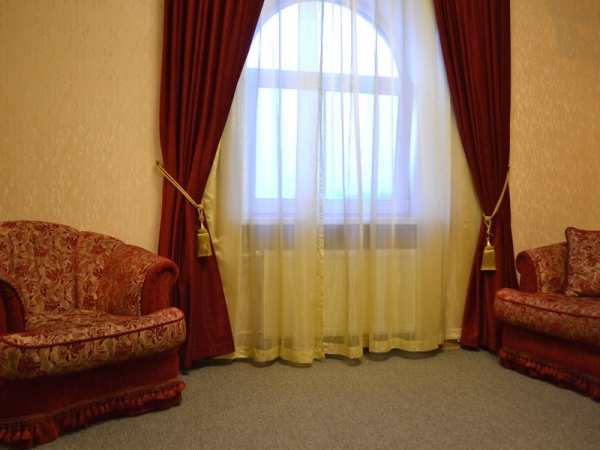 ДЖУНИОР СЮИТ+ 2-местный 2-комнатный twin/double (Гостиный дом)