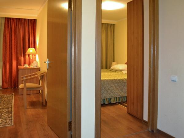 ДЖУНИОР СЮИТ 2-местный 2-комнатный номер twin/double (к. № 1, 2)