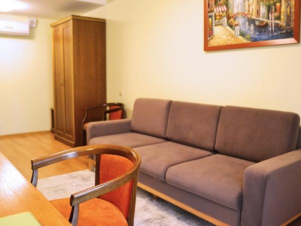ДЖУНИОР СЮИТ+ 2-местный 2-комнатный номер tw/dbl (к. №6)