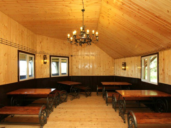 Пляжные кафе «Дом рыбака» и «Охотничий домик»