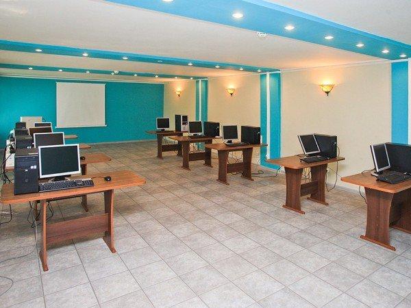 Современный компьютерный зал