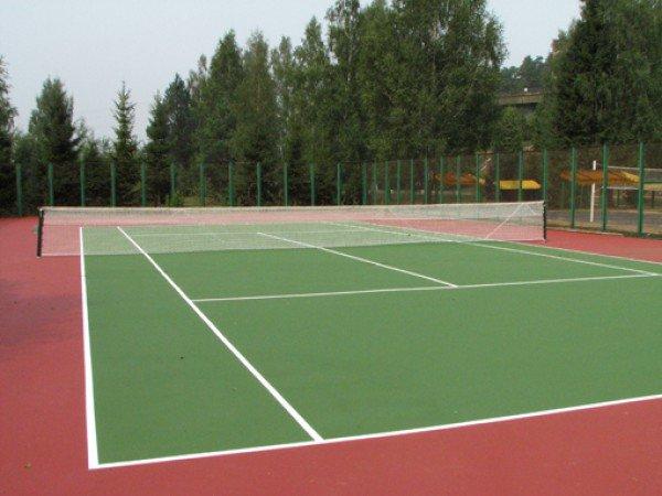 Открытые теннисные корты, стенка