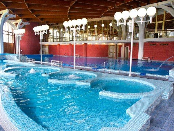 Гидромассажный бассейн