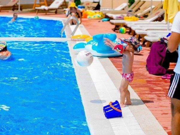 Зона в бассейне