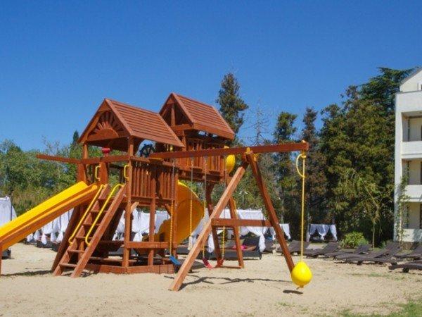 Детская игровая комната и площадка