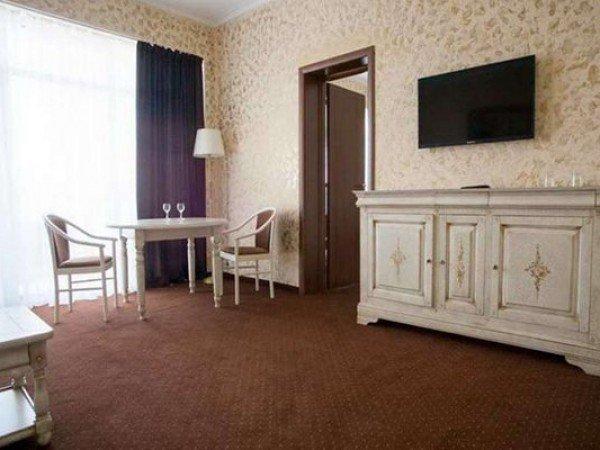Люкс 2-местный 3-комнатный 7 этаж в Главном корпусе