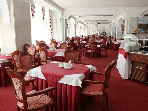 Обеденный зал «Рубин»