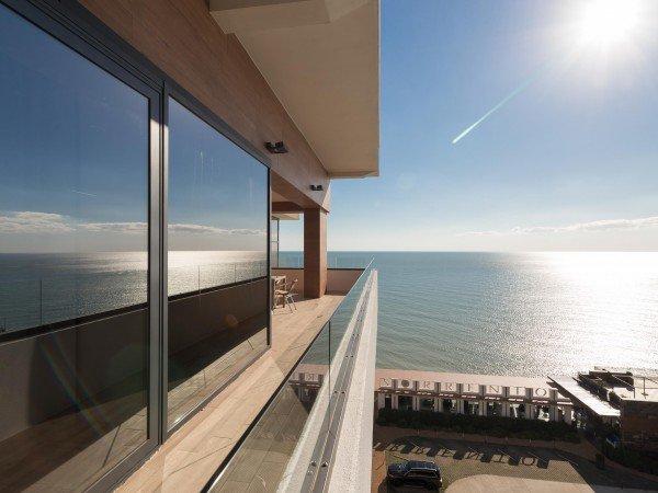 SUITE номер LUXE с панорамным видом на море