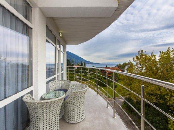 Де Люкс  2х-местный 1но-комнатный номер с панорамным балконом