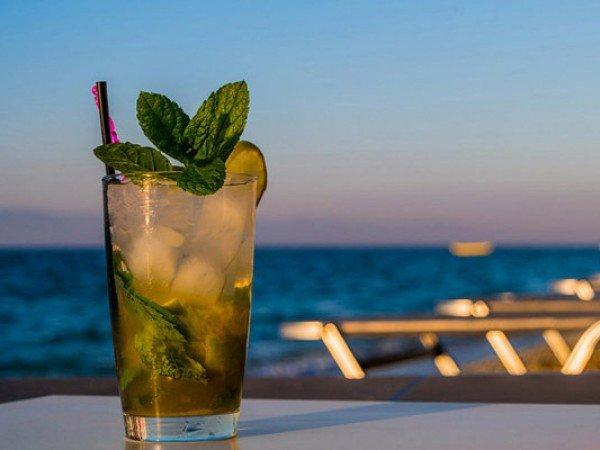 Бар на пляже «Beach Bar»
