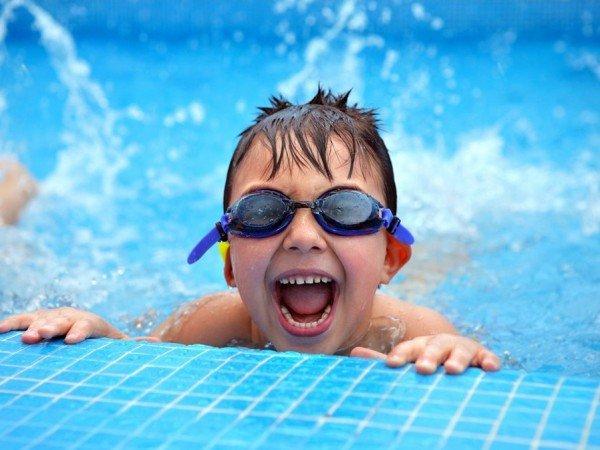 Детская чаша в бассейне