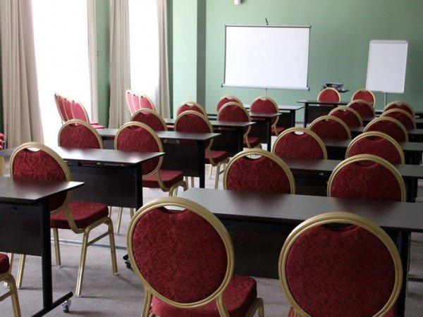 Конференц-зал на 100 мест