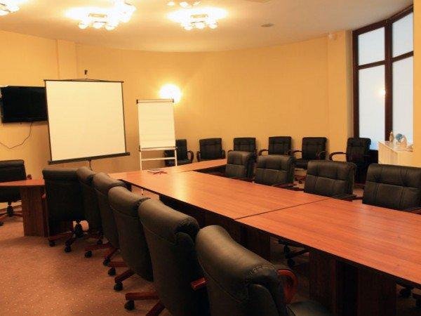 12 аудиторий и переговорных комнат