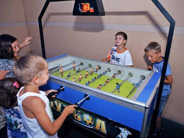 Аэрохоккей и настольный футбол и баскетбол
