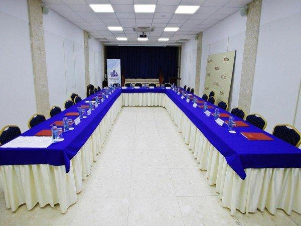 Конференц-зал (150 чел)