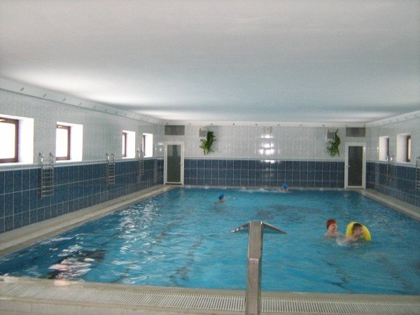 Лечебный плавательный бассейн