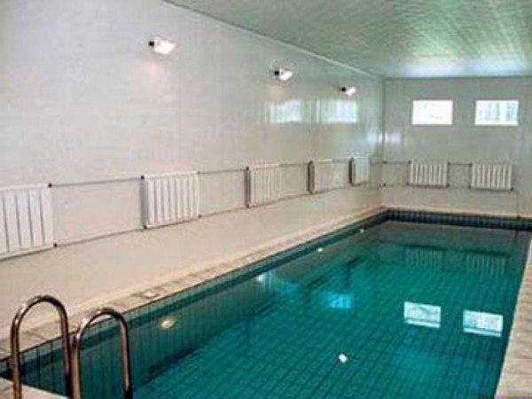 2 закрытых взрослых бассейна