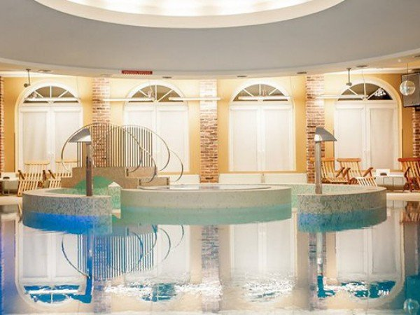 SPA-бассейн с гидромассажем