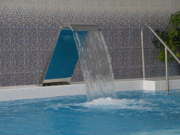 Водные аттракционы в бассейне