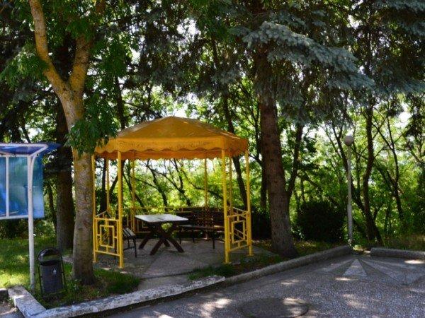Парковая зона с беседками