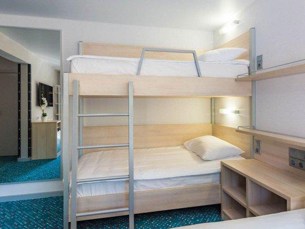 Стандарт с одной двуспальной кроватью и одной двухъярусной