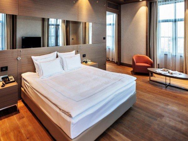 Двухкомнатный номер с одной спальней и зоной гостиной