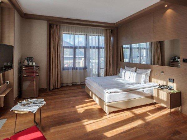 Двухкомнатный номер с видом на горы с одной спальней и зоной гостиной