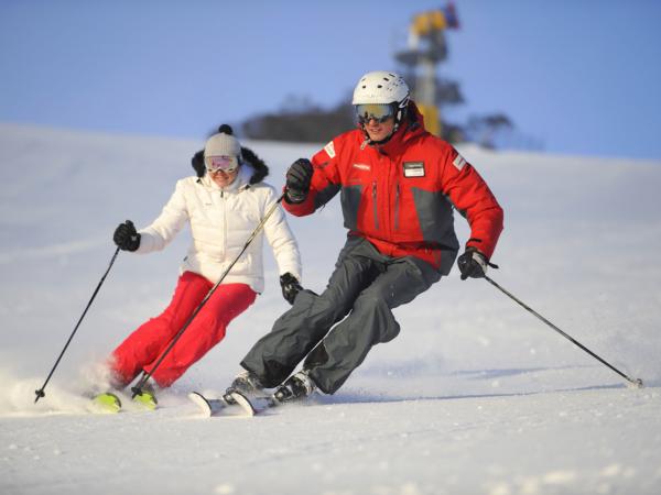 Обучение катанию на горных лыжах