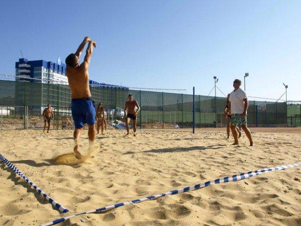 Пляжный волейбол и  футбол