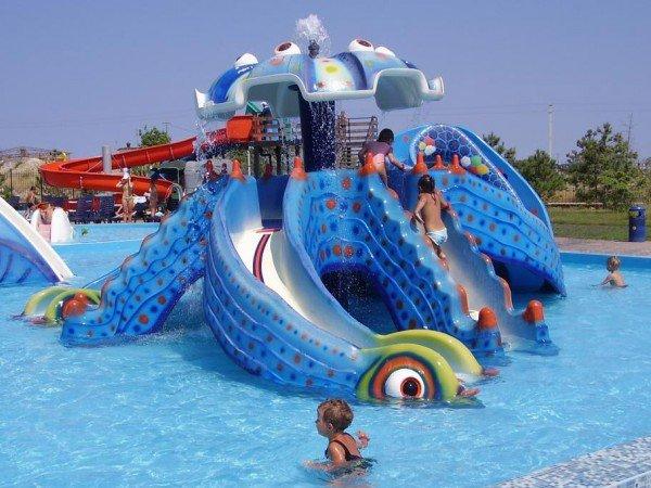Детские горки и бассейны в аквапарке