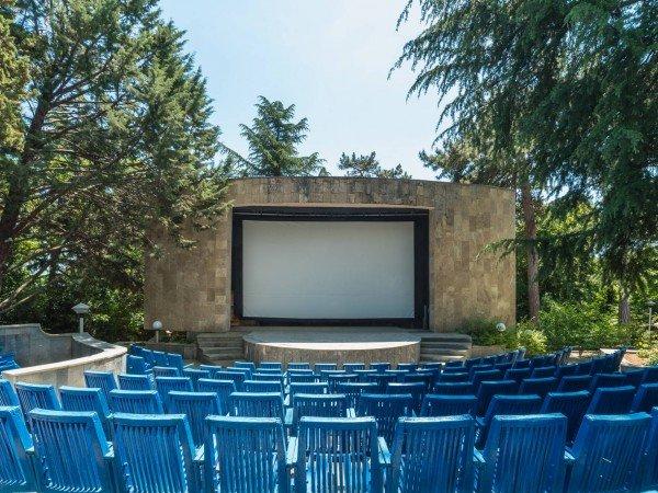 Кинозал и летний кинотеатр