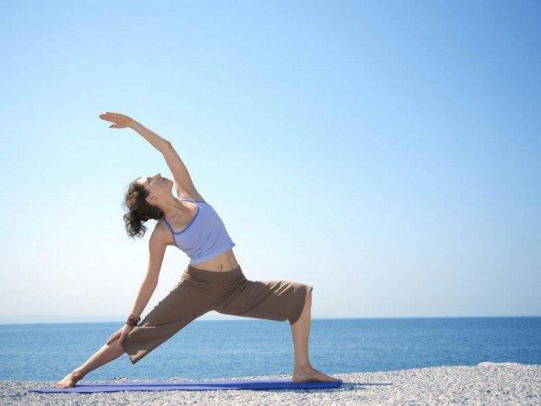 Утренняя гимнастика на пляже
